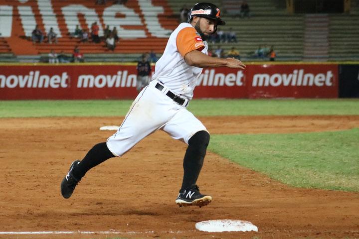 El bate de Alí Castillo alzo vuelo (Jugador de la semana)  AliCastillo09Nov17